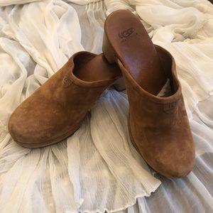 UGG Australia Chestnut Suede Mules/Clogs Size 8